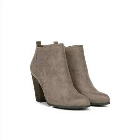 New Fergie Pardee Faux Suede ankle booties 6.5